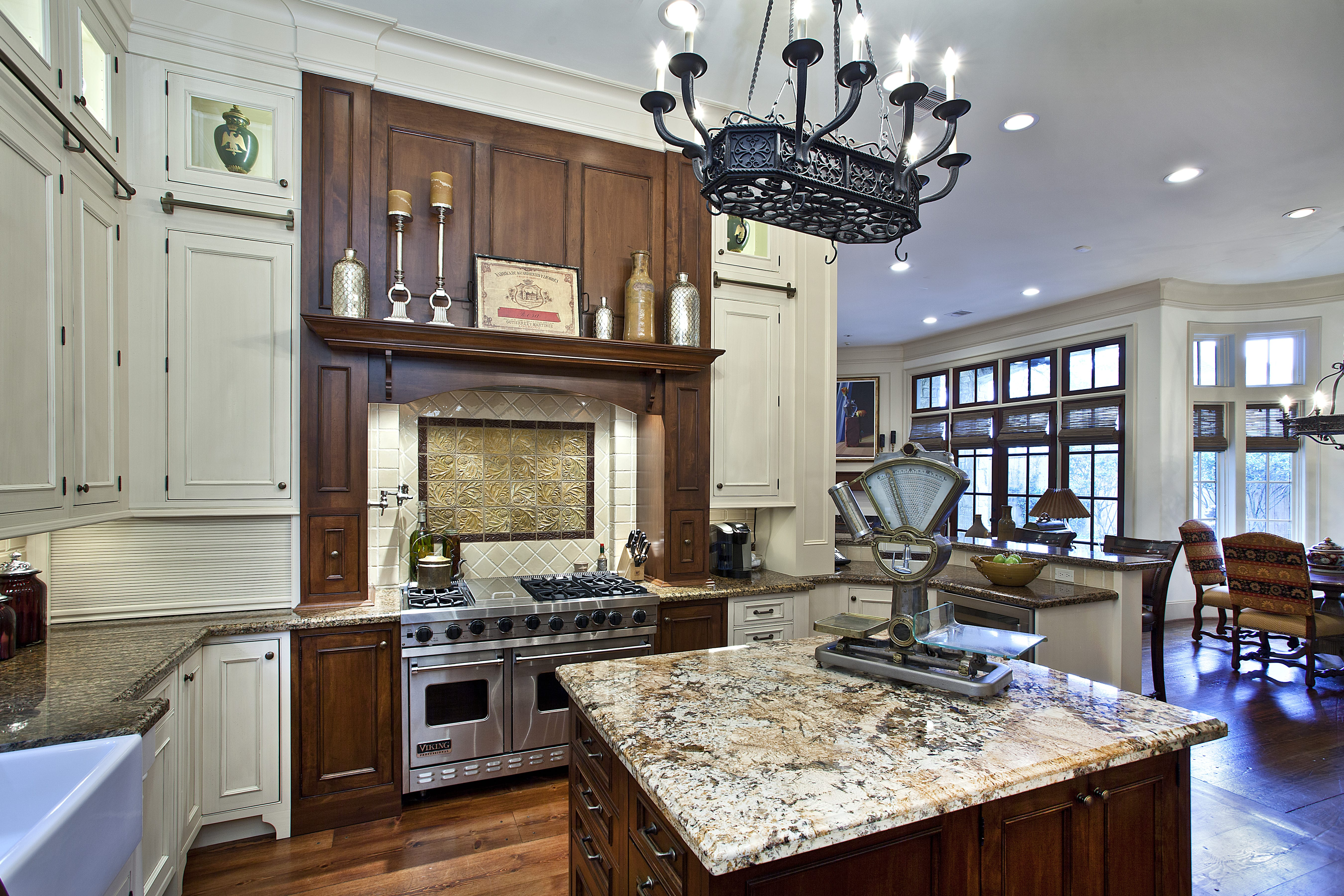 Kitchen Cabinets Gallery of Images and Ideas -- Cabinet ...